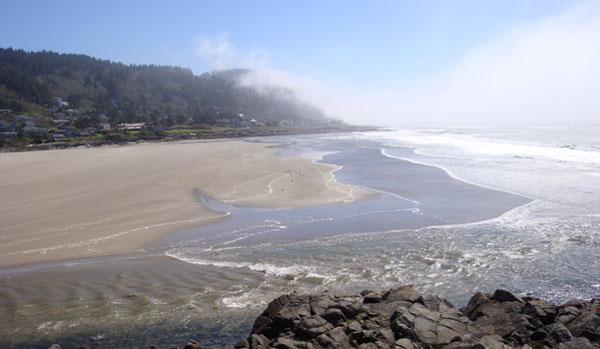 Yachats Beach By Crankelwitz at English Wikipedia, CC BY-SA 3.0, https://commons.wikimedia.org/w/index.php?curid=32878206
